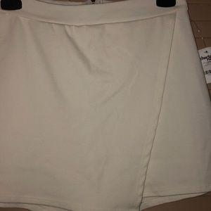 BNWT Charlotte Russe cream envelope skort size M